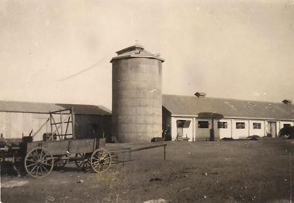 תמונה של הסילו וחצר המשק