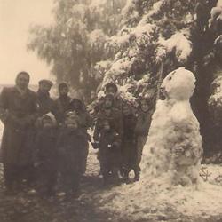תמונה של איש שלג - חורף 1950