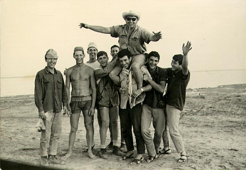 """תמונה של """"רזניק – האיש שכולנו אהבנו לאהוב."""""""