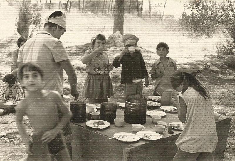 תמונה של אוכלים ושותים