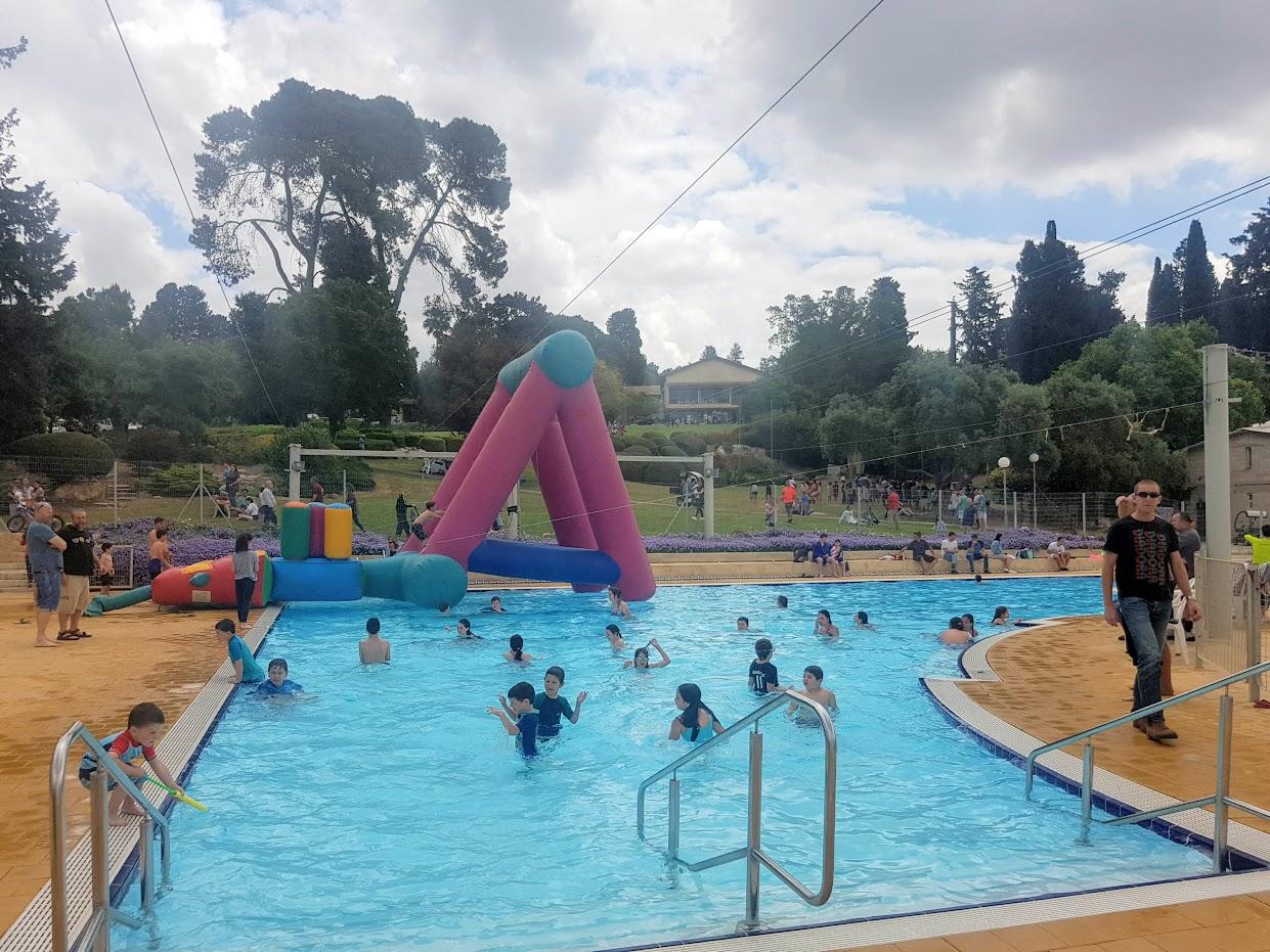 תמונה של הבריכה ביום העצמאות