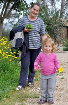 תמונה של חוה והנכדה יעל