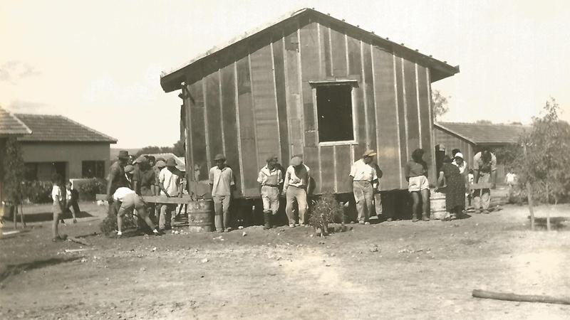 תמונה של מעבירים צריף - 1938