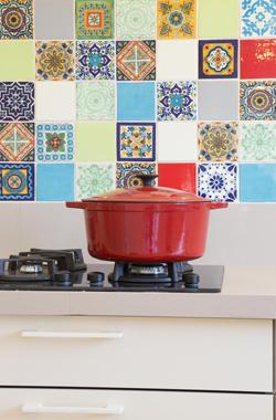 תמונה של מוסיפים צבע למטבח - קרמיקה מיוחדת