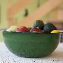 תמונה של מבט של טריות - קערת ירקות במטבח
