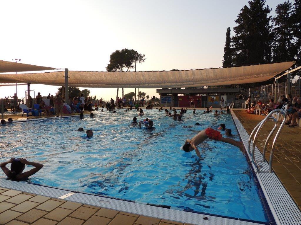 תמונה של טקס חנוכת הבריכה
