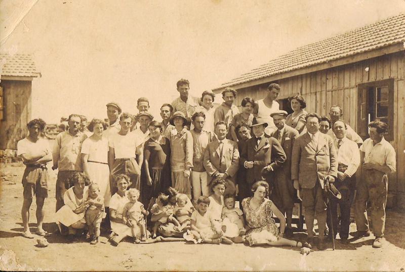 """תמונה של שריד 1928 - חברי קבוצת """"אחווה"""" ו""""ביברכה"""""""