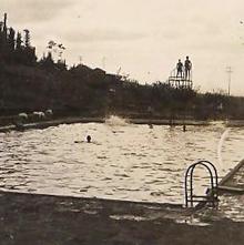 תמונה של הבריכה בשריד - עומדים על המקפצה