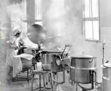 תמונה של סירי הקיטור במטבח