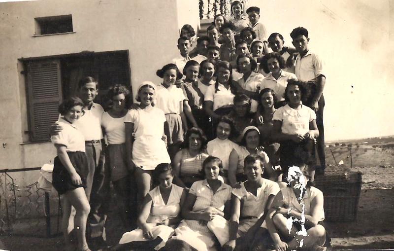 """תמונה של חברי """"מלט"""" הצעירים - בנס ציונה 1933"""