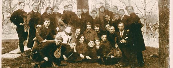 """תמונה של קבוצת """"אחוה"""" בליטא - חורף 1920"""