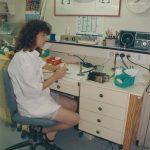 תמונה של לילך חרמוני במעבדת שיניים