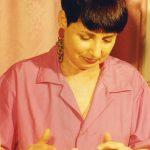 תמונה של עדה רון בטיפול קוסמטי