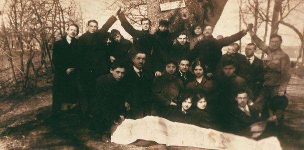 """תמונה של קבוצת """"אחוה"""" בליטא"""