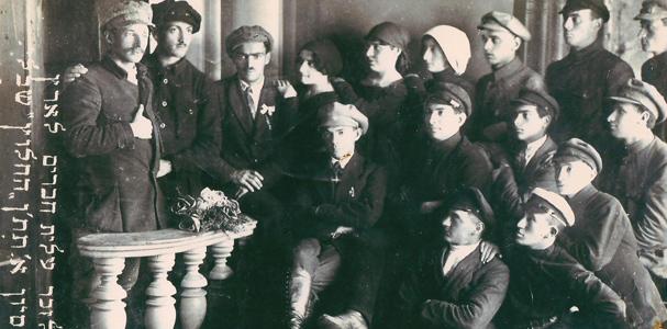 """תמונה של קבוצת """"אחוה"""" נפרדת משמחה דולינסקי ויוסף אטקין"""