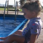 איך לתת לילדים שלנו בטחון במים