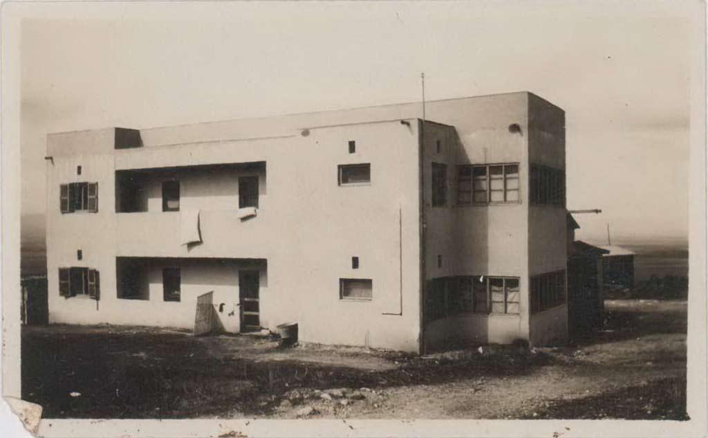 תמונה של בית הקומותיים