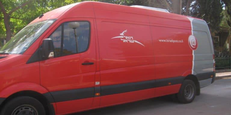 תמונה של מכונית דואר נע בשריד