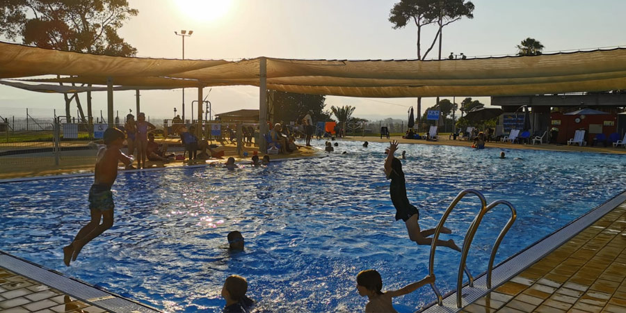תמונה של קיץ בבריכה בשריד צילום שיר פרסאי ברניב